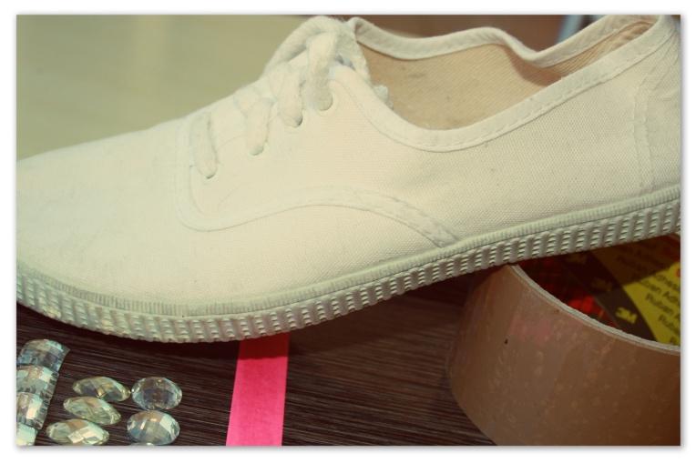 Des chaussures blanches en tissu
