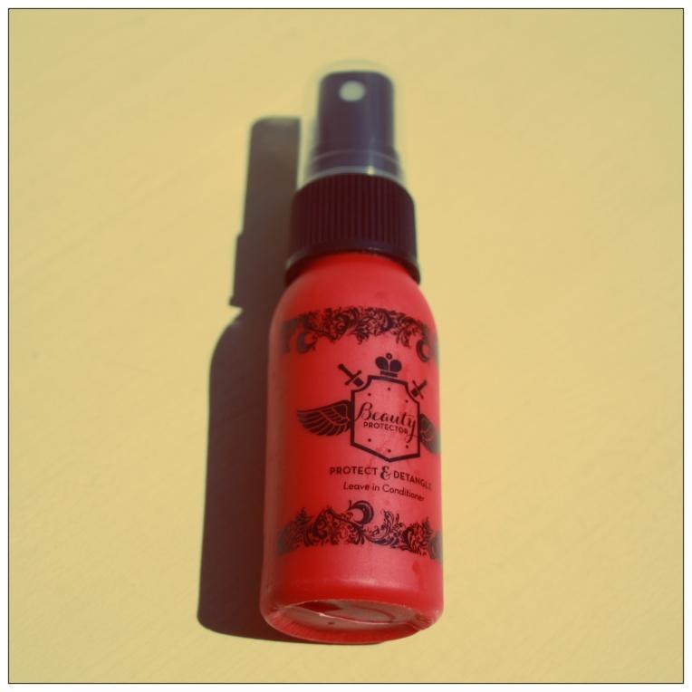 Spray pour cheveux multifonctions : démèle, nourrit, protège et sent la barbapapa! Miam! 17€ les 236ml