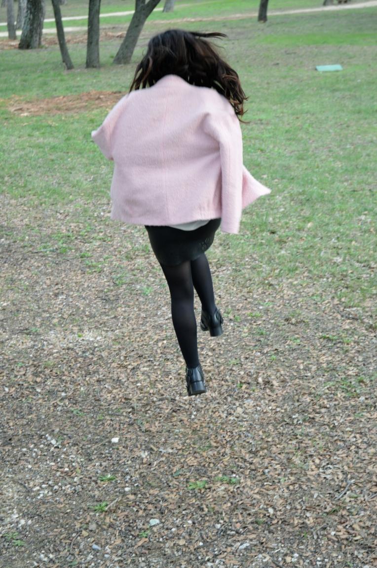 Promenons nous dans les bois, nanananananana ! Veste -Zara Chemise - The Kooples Jupe - Zara Chaussures - Zara Sac - C&A