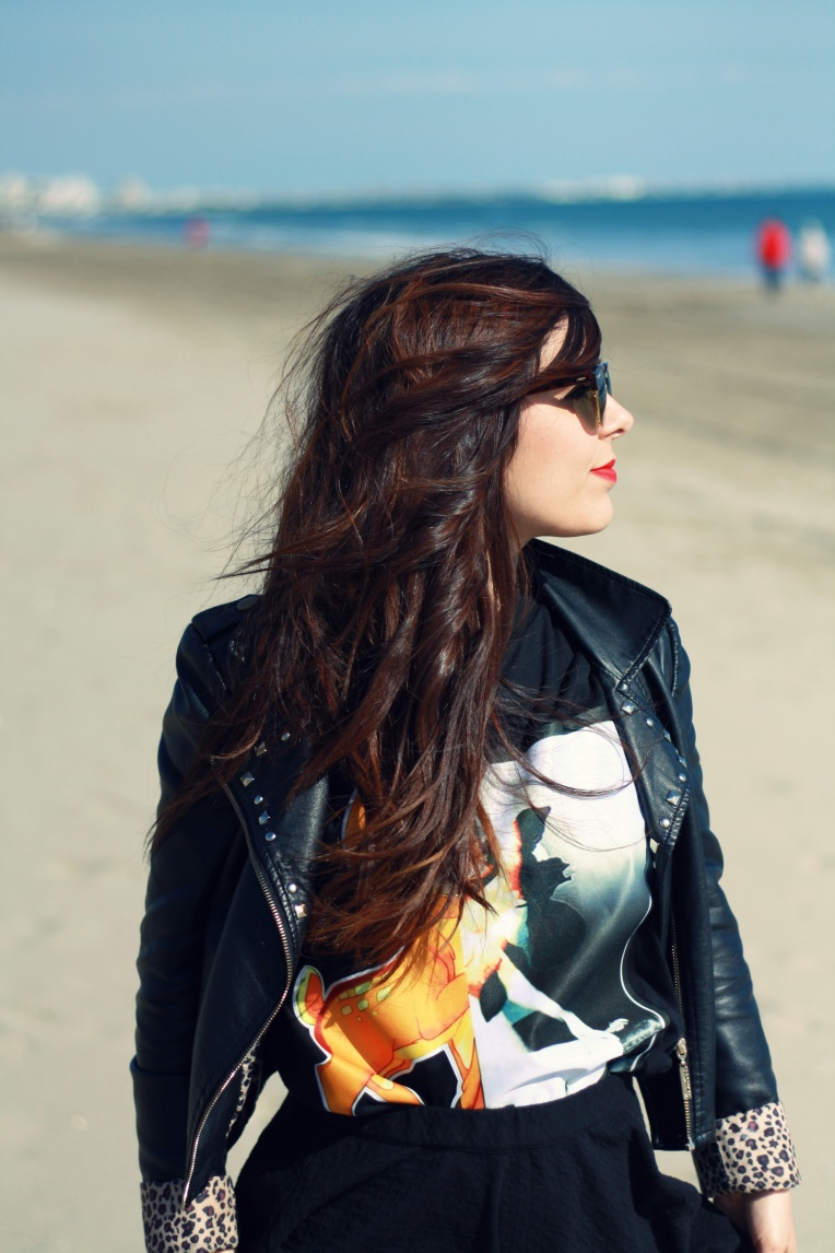 Perfecto - Vintage T-Shirt - SheInside Jupe - Kiabi Chaussures - Promod Lunettes de soleil - RayBan